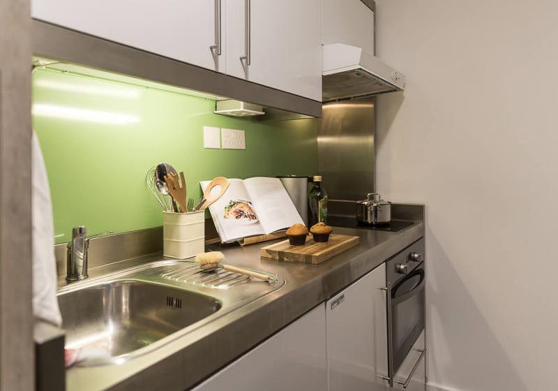 iQ-Bloomsbury-London-Platinum-Studio-Plus-Kitchen-Unilodgers