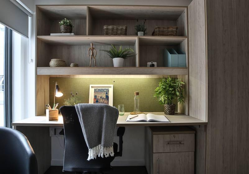 iQ-Bloomsbury-London-Platinum-Studio-Plus-Study-Desk-1-Unilodgers