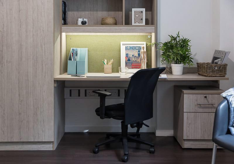 iQ-Bloomsbury-London-Platinum-Studio-Plus-Study-Desk-Unilodgers