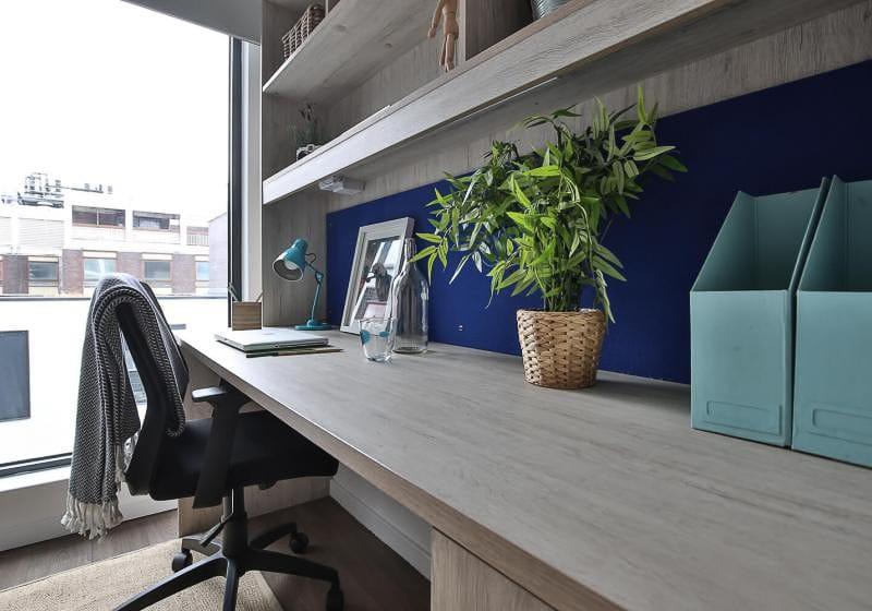 iQ-Bloomsbury-London-Silver-Studio-Plus-Study-Desk-Unilodgers