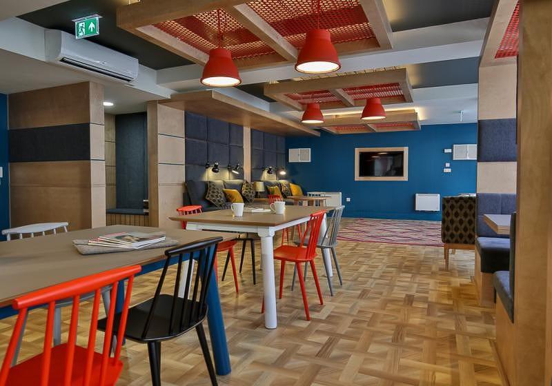 iQ-Magenta-House-London-Common-Room-Unilodgers