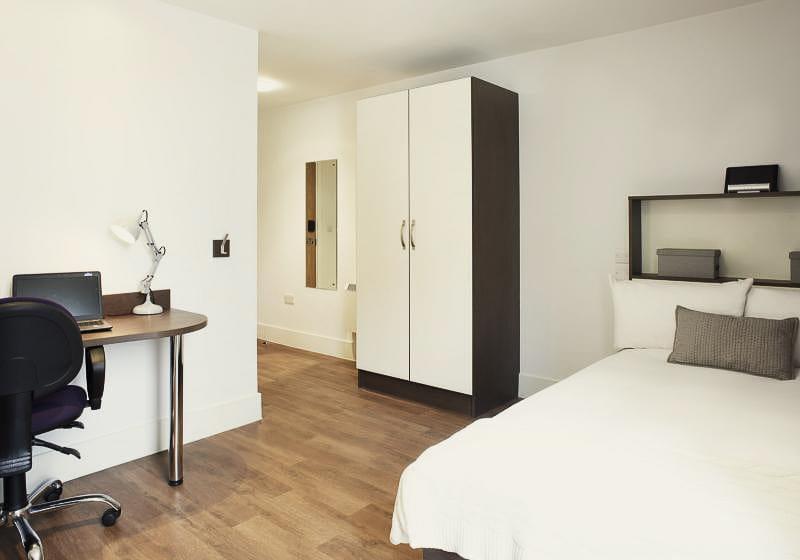 iQ-Magenta-House-London-Gold-En-Suite-Unilodgers