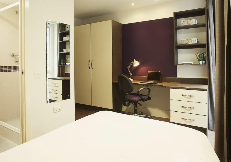 iQ-Magenta-House-London-Silver-En-Suite-Unilodgers