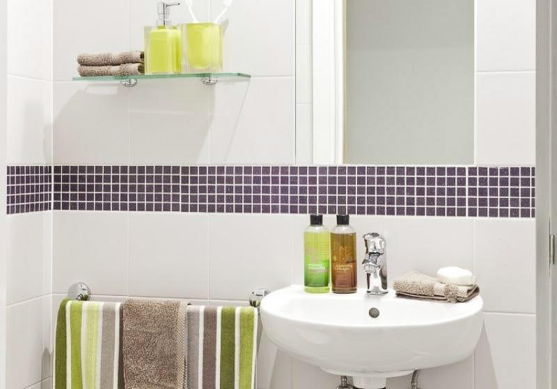 iQ-Magenta-House-London-Silver-Studio-Bathroom-Unilodgers