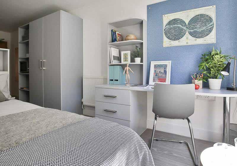iQ-Magenta-House-London-Silver-Studio-Plus-Study-Desk-Unilodgers