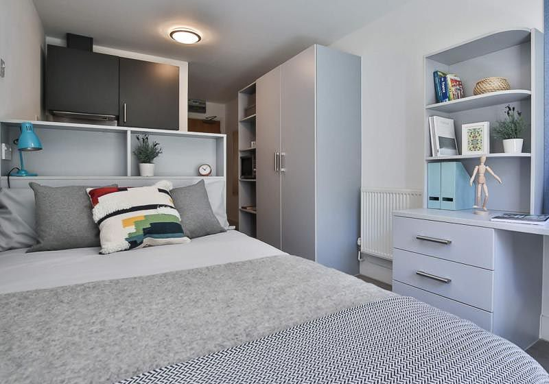 iQ-Magenta-House-London-Silver-Studio-Plus-Unilodgers