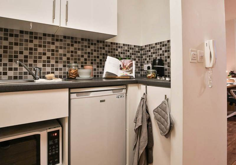 iQ-Raffles-House-London-Bronze-Studio-Kitchen-1-Unilodgers