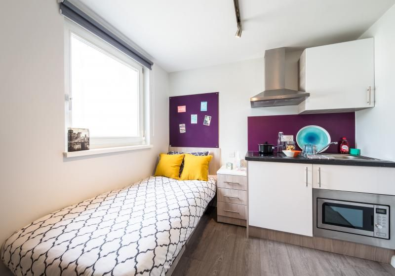 iQ-Sawmills-Brighton-Accessible-Room-Unilodgers