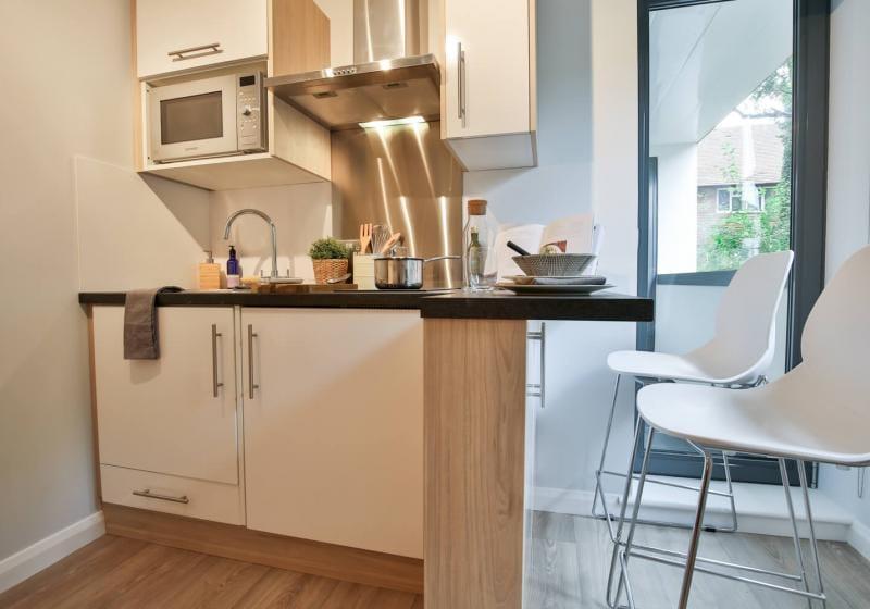 iQ-Sawmills-Brighton-Kitchen-Unilodgers