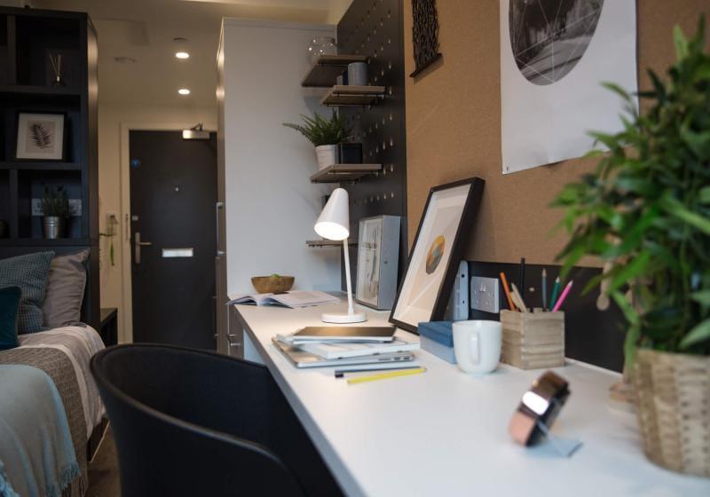 iQ-Shoreditch-London-Bronze-Studio-Deluxe-Study-Desk-Unilodgers