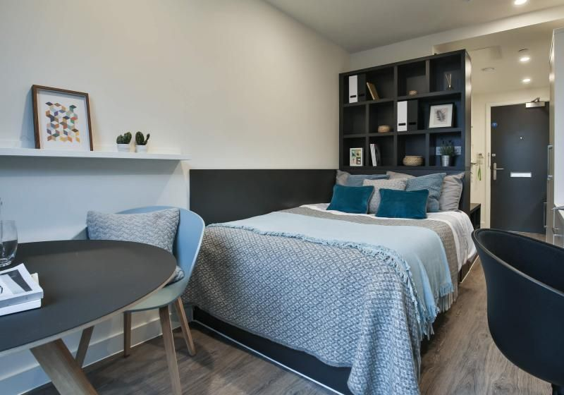 iQ-Shoreditch-London-Bronze-Studio-Premium-1-Unilodgers