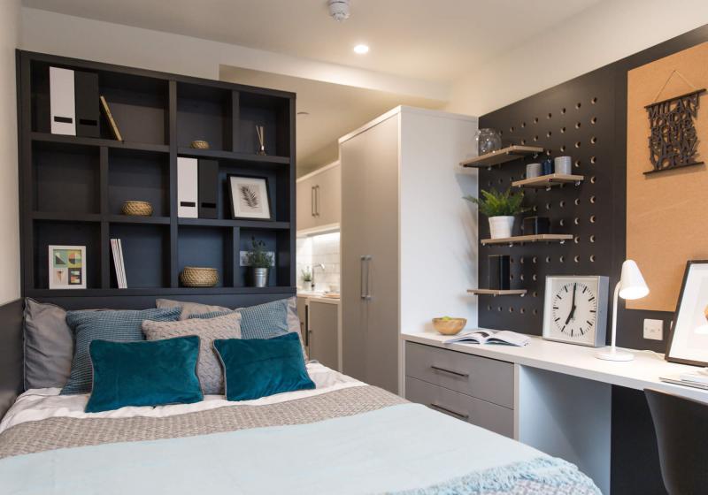iQ-Shoreditch-London-Bronze-Studio-Premium-3-Unilodgers
