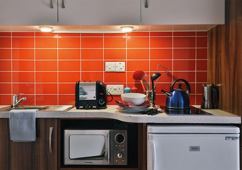 iQ-Shoreditch-London-Gold-Studio-Kitchen-Unilodgers