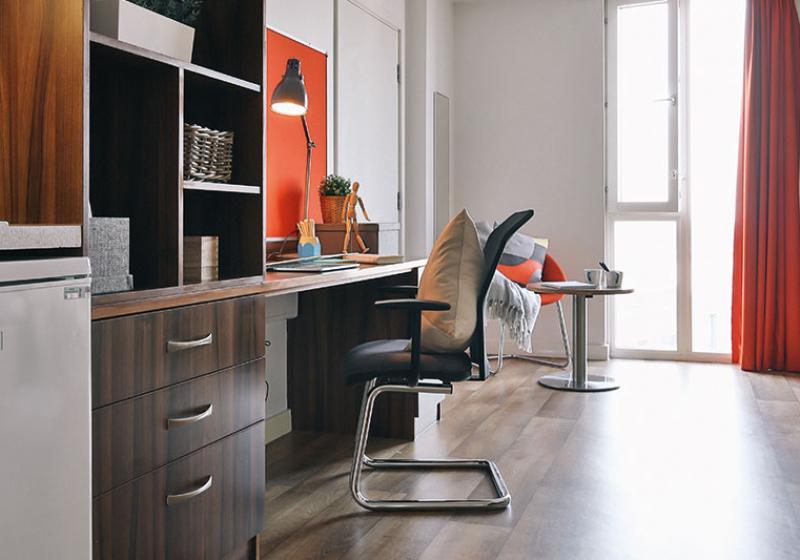 iQ-Shoreditch-London-Gold-Studio-Study-Desk-Unilodgers