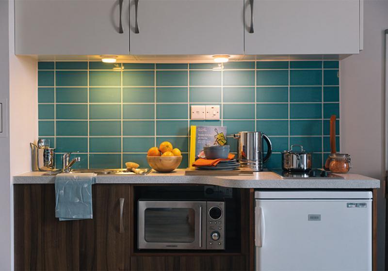 iQ-Shoreditch-London-Platinum-Penthouse-Premium-Kitchen-Unilodgers