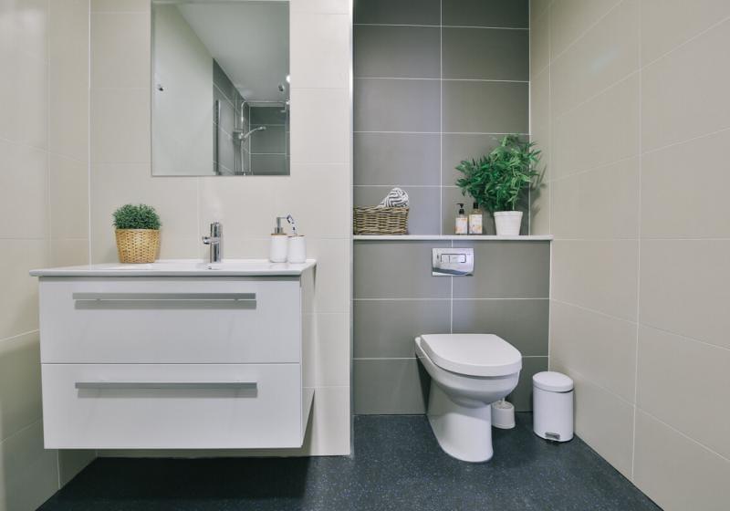 iQ-Shoreditch-London-Platinum-Studio-Plus-Bathroom-1-Unilodgers