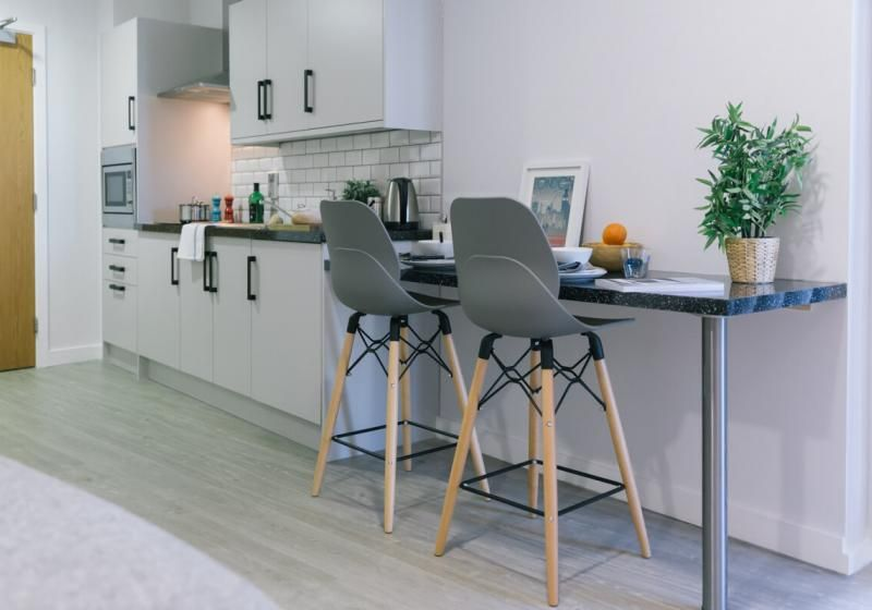 iQ-Shoreditch-London-Platinum-Studio-Plus-Kitchen-1-Unilodgers