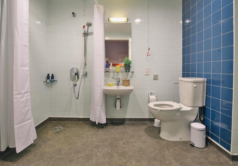 iQ-Shoreditch-London-Platinum-Studio-Premium-Bathroom-Unilodgers
