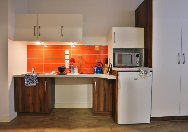 iQ-Shoreditch-London-Platinum-Studio-Premium-Kitchen-Unilodgers