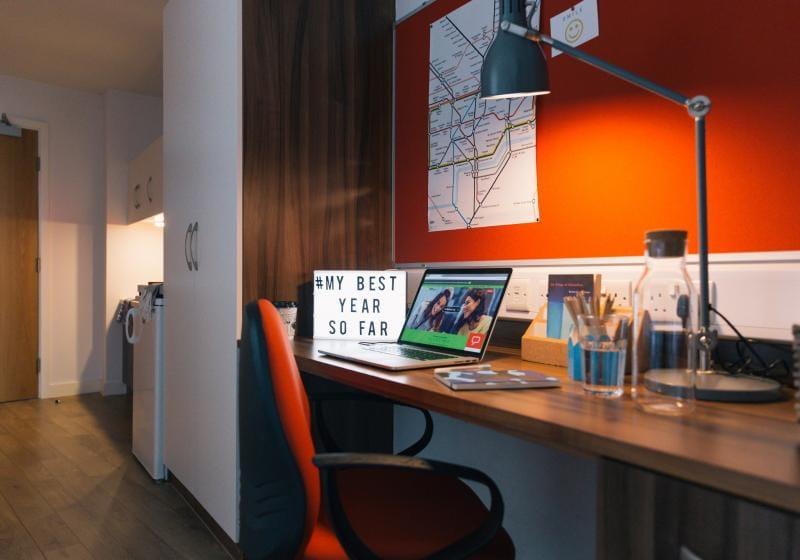 iQ-Shoreditch-London-Platinum-Studio-Premium-Study-Desk-Unilodgers