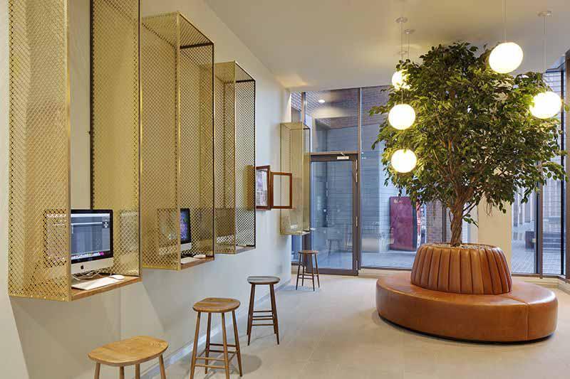 iQ-Shoreditch-London-Reception-Unilodgers