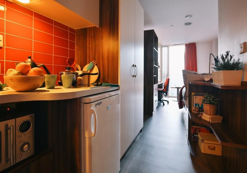 iQ-Shoreditch-London-Silver-Studio-Plus-1-Unilodgers