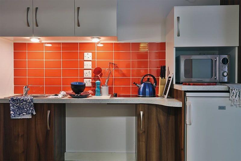 iQ-Shoreditch-London-Studio-Kitchen-3-Unilodgers