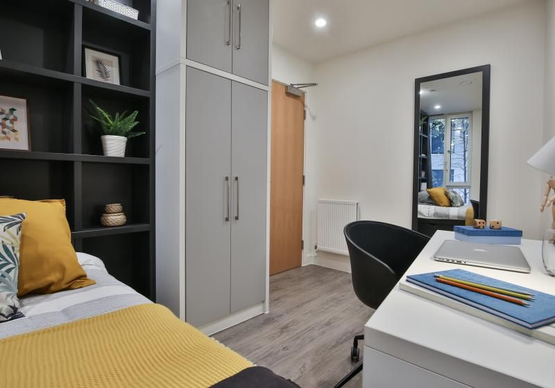iQ-Shoreditch-London-Two-Bedroom-Apartment-3-Unilodgers