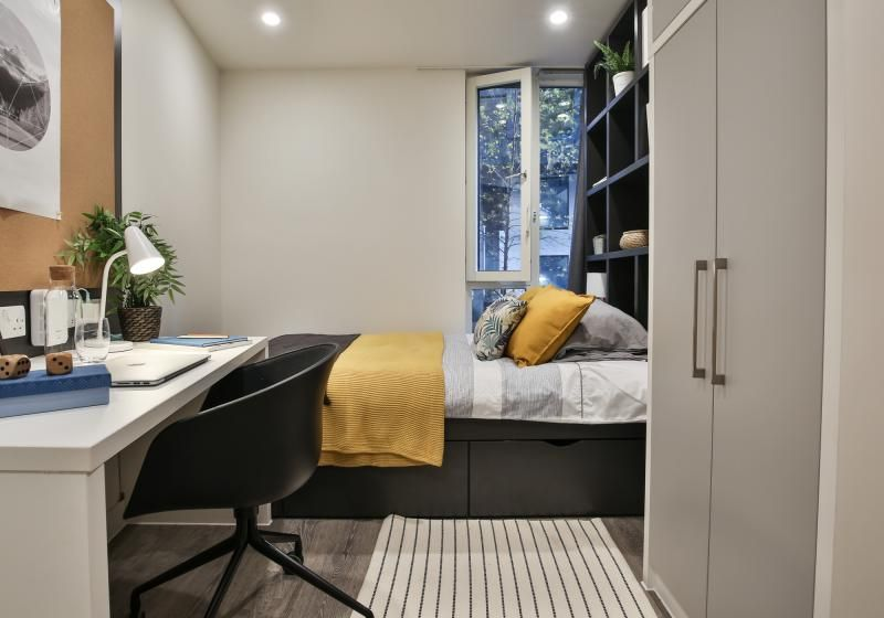 iQ-Shoreditch-London-Two-Bedroom-Apartment-4-Unilodgers