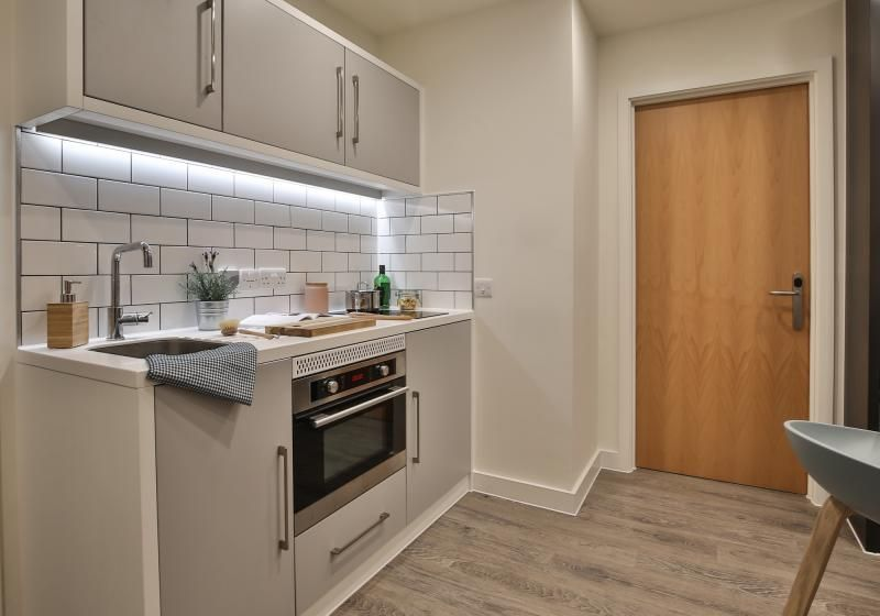 iQ-Shoreditch-London-Two-Bedroom-Apartment-Shared-Kitchen-Unilodgers