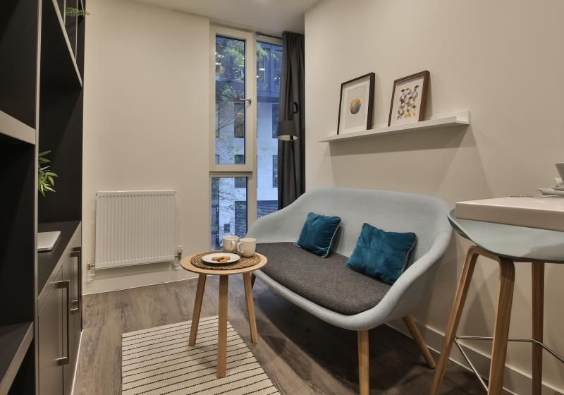 iQ-Shoreditch-London-Two-Bedroom-Apartment-Shared-Living-Area-2-Unilodgers