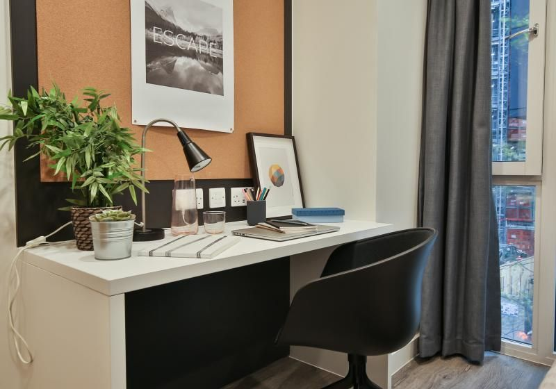 iQ-Shoreditch-London-Two-Bedroom-Apartment-Study-Desk-1-Unilodgers
