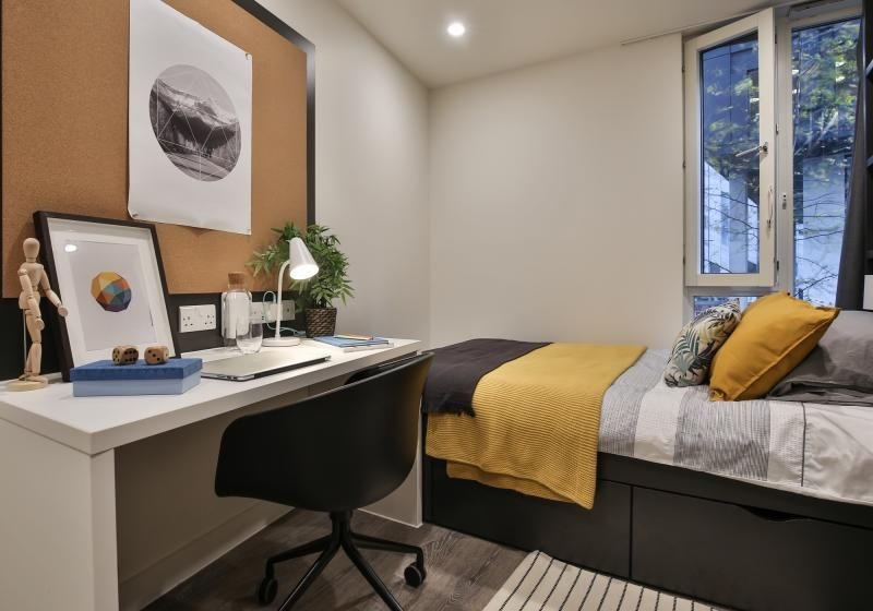 iQ-Shoreditch-London-Two-Bedroom-Apartment-Study-Desk-2-Unilodgers