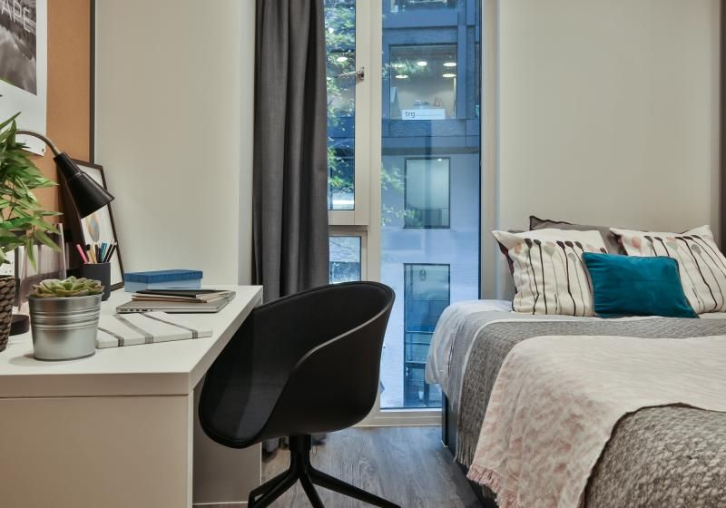 iQ-Shoreditch-London-Two-Bedroom-Apartment-Study-Desk-Unilodgers