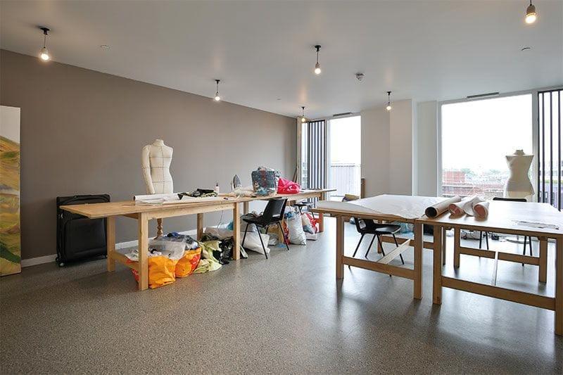 iQ-Shoreditch-London-art-room-Unilodgers