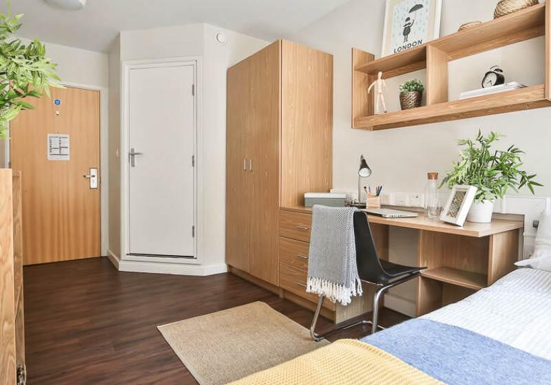 iQ-Tufnell-House-London-Bronze-En-Suite-2-Unilodgers