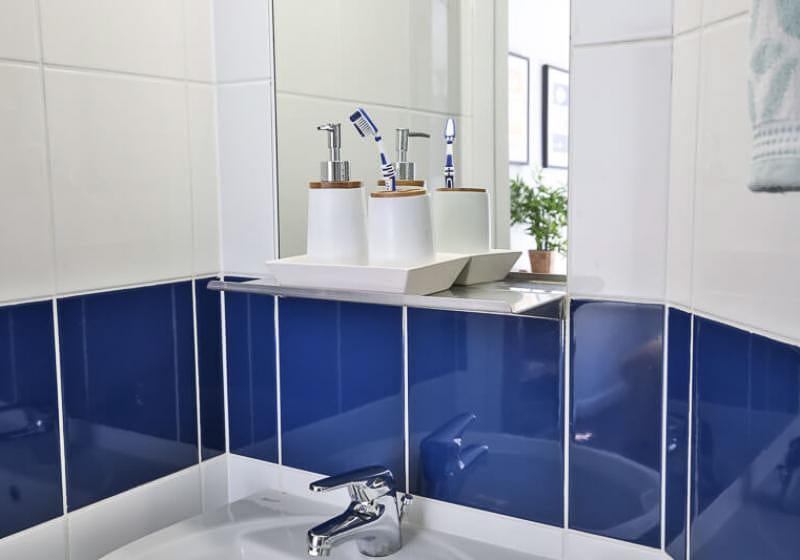 iQ-Tufnell-House-London-Bronze-En-Suite-Bathroom-Unilodgers