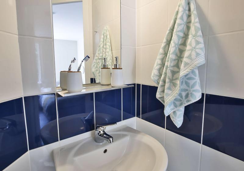 iQ-Tufnell-House-London-Gold-En-Suite-Plus-Bathroom-Unilodgers