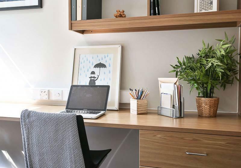 iQ-Tufnell-House-London-Gold-En-Suite-Plus-Study-Desk-Unilodgers