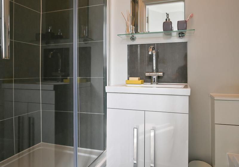 iQ-Tufnell-House-London-Grad-Gold-En-Suite-Plus-Bathroom-1-Unilodgers
