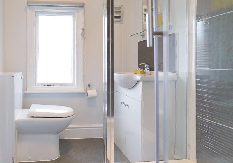 iQ-Tufnell-House-London-Grad-Gold-En-Suite-Plus-Bathroom-Unilodgers