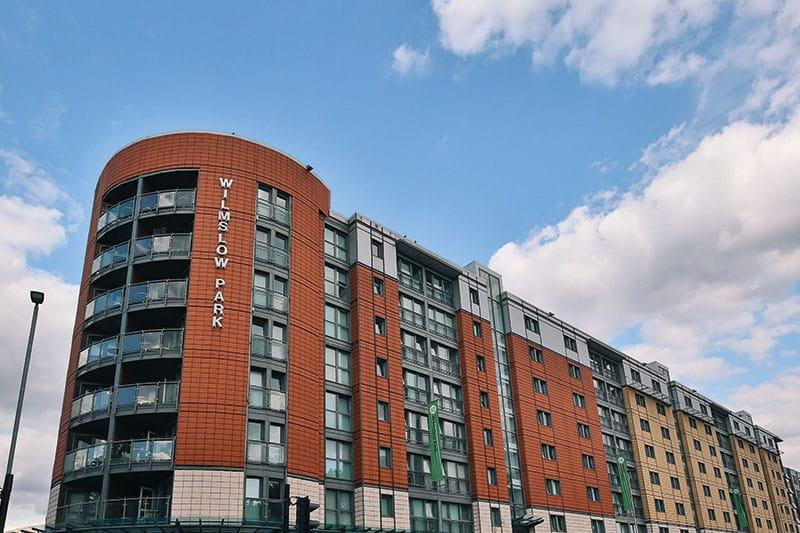 iQ-Wilmslow-Park-Manchester-Exterior-Unilodgers