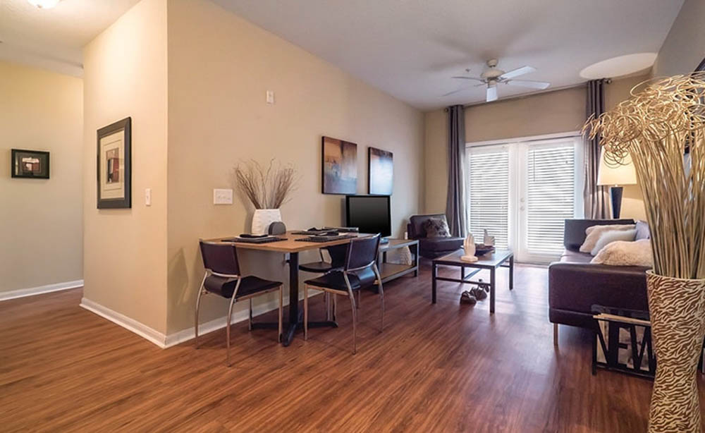 13th-Street-Gainesville-FL-Living-Area-With-Dining-Table-Unilodgers