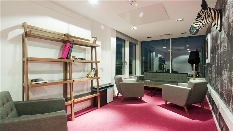 iQ-Bloomsbury-London-Living Area-Unilodges