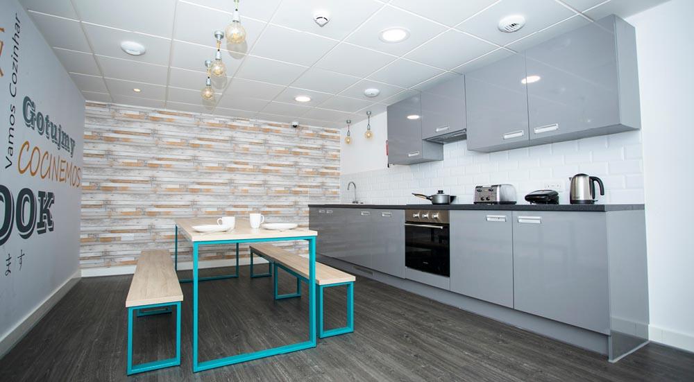 88-Bromsgrove-House-Birmingham-Kitchen-Unilodgers