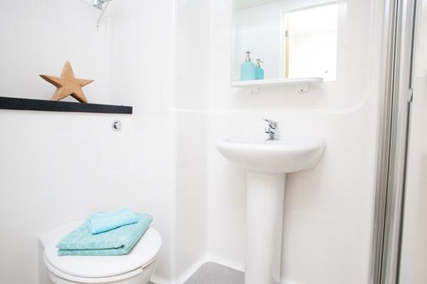Jennens-Court-Birmingham-Bathroom-Unilodgers