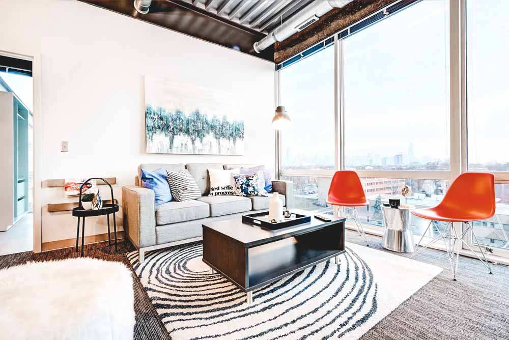 Ion-Lincoln-Park-Chicago-IL-Living-Space-Unilodgers