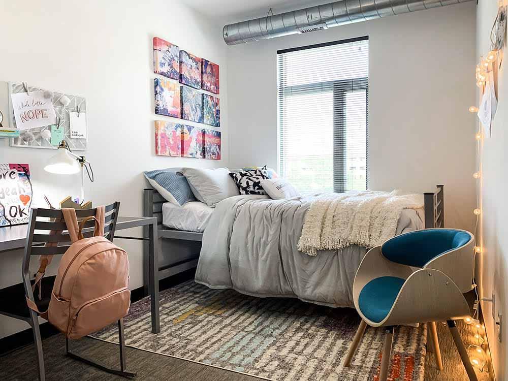 Lark-On-14th-Milwaukee-WI-Bedroom-2-Unilodgers