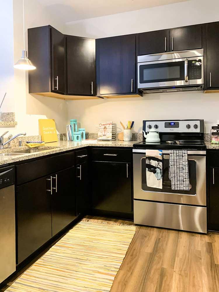 Lark-On-14th-Milwaukee-WI-Kitchen-Unilodgers