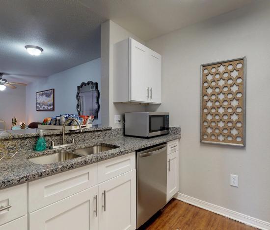 One-South-Urbana-Champaign-IL-Kitchen1-Area-Unilodgers